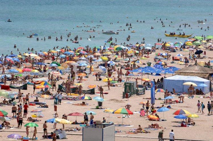 Numărul turiștilor sosiți pe litoral a scăzut cu aproape 50 la sută în primele patru luni în 2020