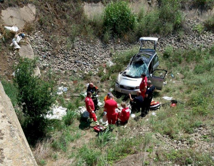 Tânăr mort după ce a căzut cu mașina într-un canal, între localitățile Amzacea și Pecineaga