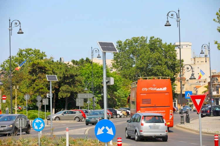 Zonele adiacente de la Poarta 2, iluminate cu energie regenerabilă
