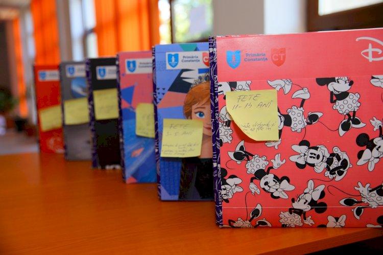 Ce rechizite au găsit pe bănci elevii de clasa a IV-a din partea Primăriei Constanța