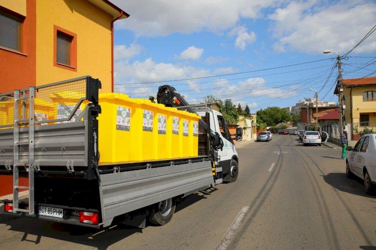Continuă distribuirea de pubele galbene pentru colectarea selectivă