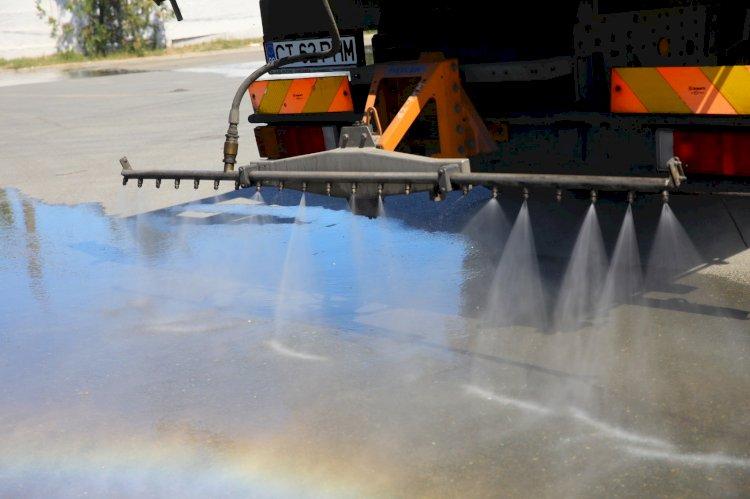 Dezinfecție permanentă pe străzile din oraș