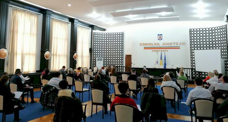 Secretarii generali ai primăriilor din județul Constanța, instruiți de juriștii Instituției Prefectului