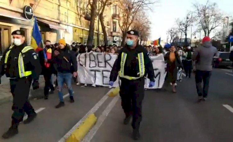 Proteste anti-restricții pentru a treia zi: Jos masca! Demisia! Nu vă fie frică, Constanța se ridică!