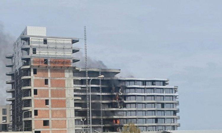Incendiu la un bloc din Mamaia Nord