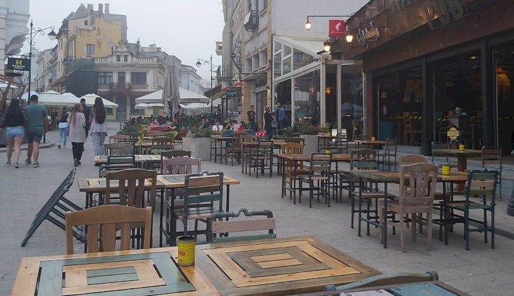 Restaurantele și cafenelele, deschise până la ora 22:00, iar magazinele și centrele comerciale până la ora 21:00.
