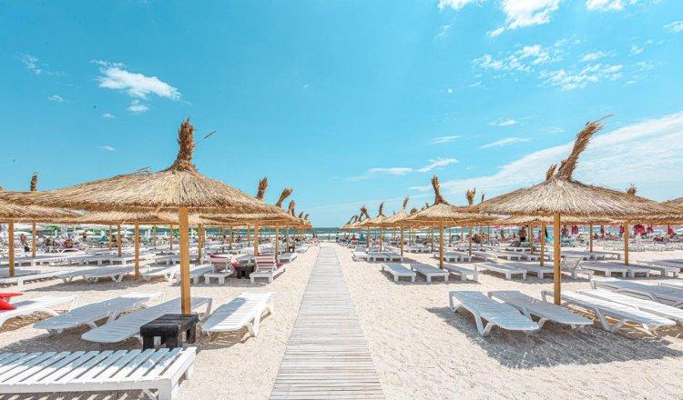 Cîțu: Fără mască pe plajă de la 1 iunie. Condiția e distanțarea între șezlonguri