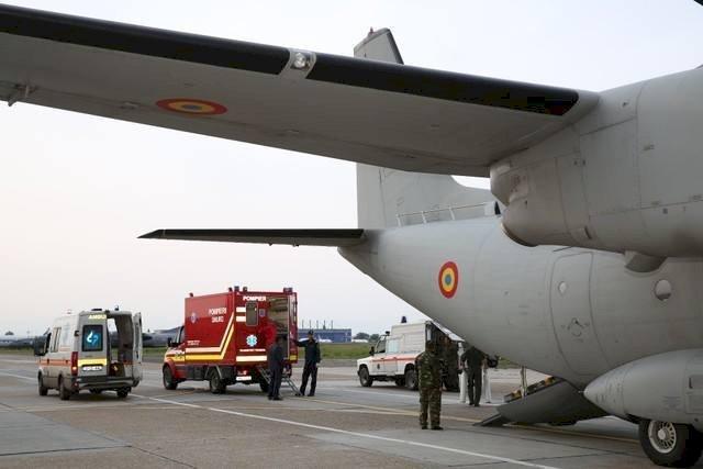 Călugări răniți grav în urma unei explozii, transportaţi în Germania cu o aeronavă militară