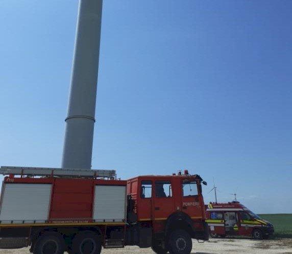 Un muncitor a murit după ce a rămas blocat într-o turbină eoliană din Chirnogeni