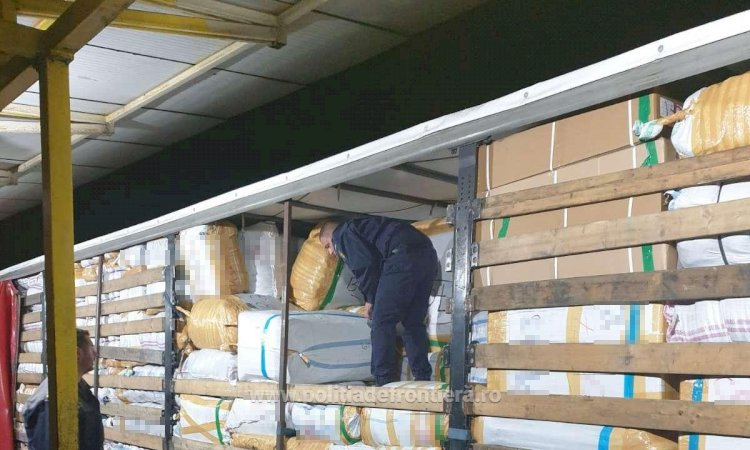 Haine turceşti contrafăcute, în valoare de un milion de euro, confiscate de Garda de Coastă