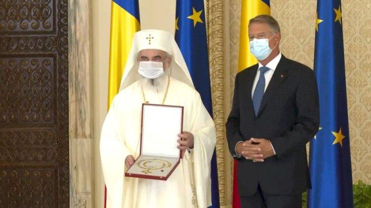 Patriarhul Daniel, decorat de președintele Klaus Iohannis