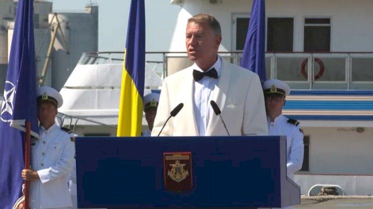 Iohannis: Îi salut cu căldură pe toți marinarii. Vă felicit pentru profesionalism